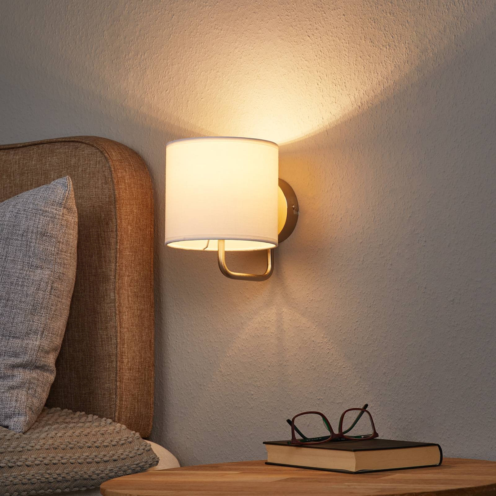 Chic wall light Sandra in white from Brilliant
