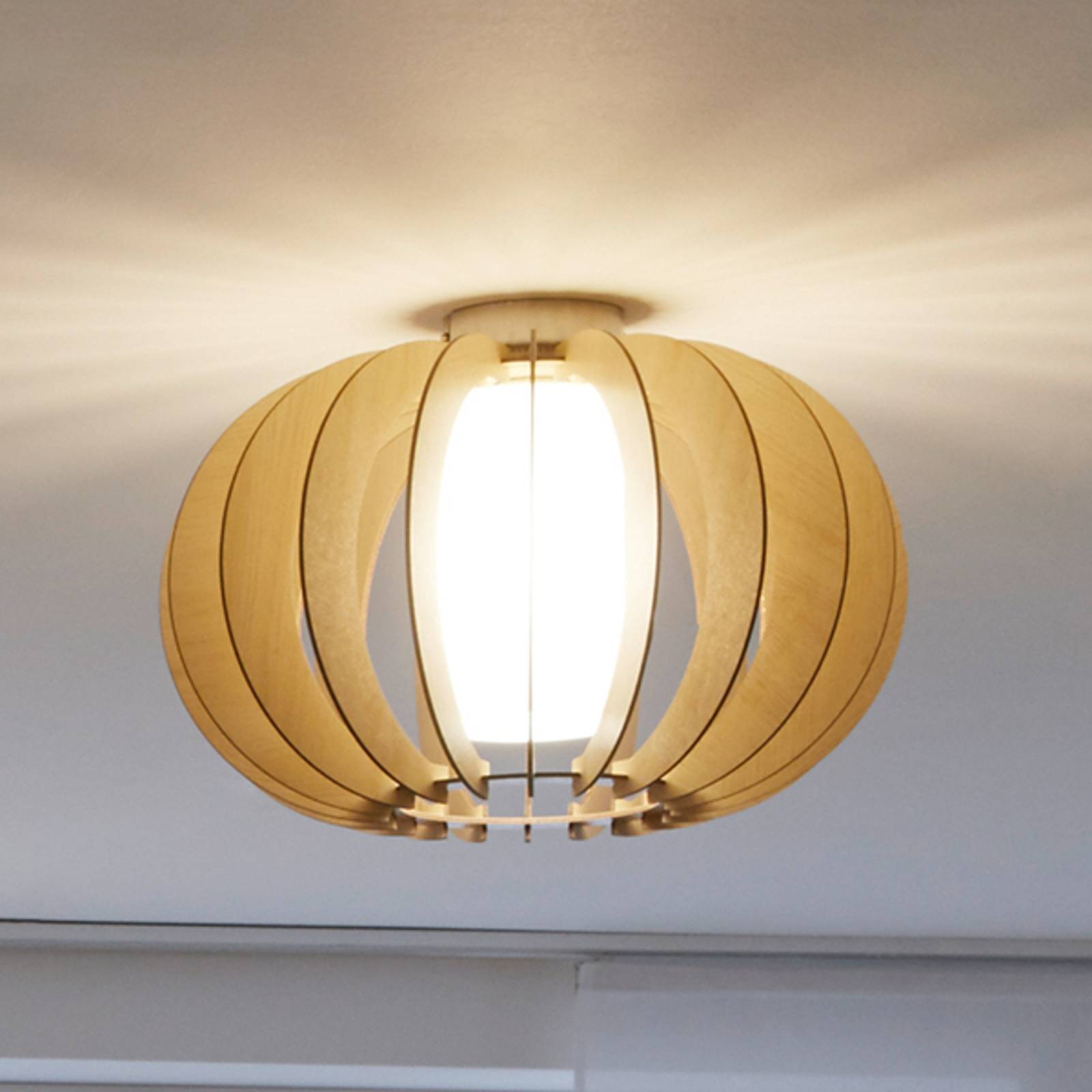 Natural-looking Stellato ceiling lamp from EGLO