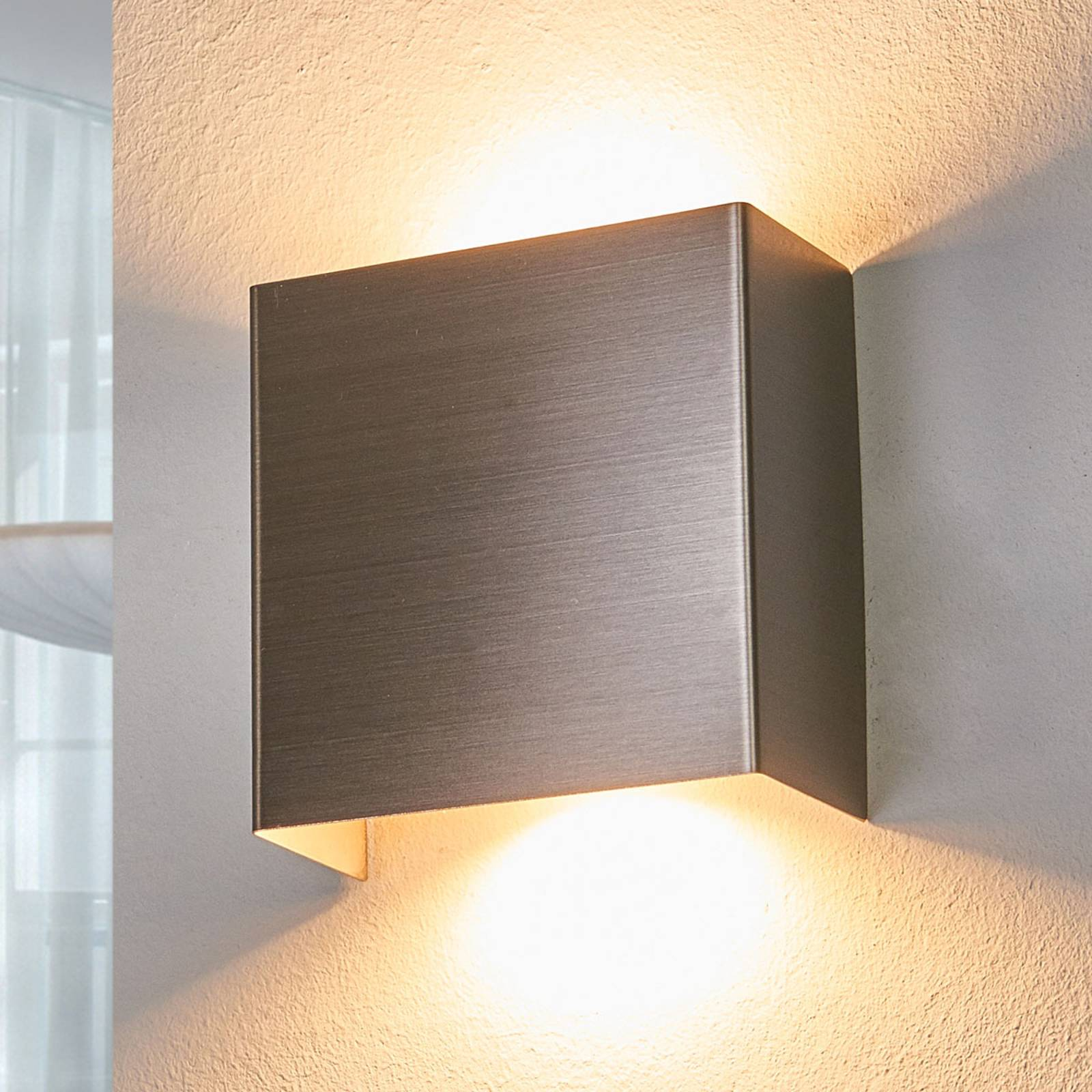 LED wall light Manon, satin nickel, 10.5 cm from Lindby