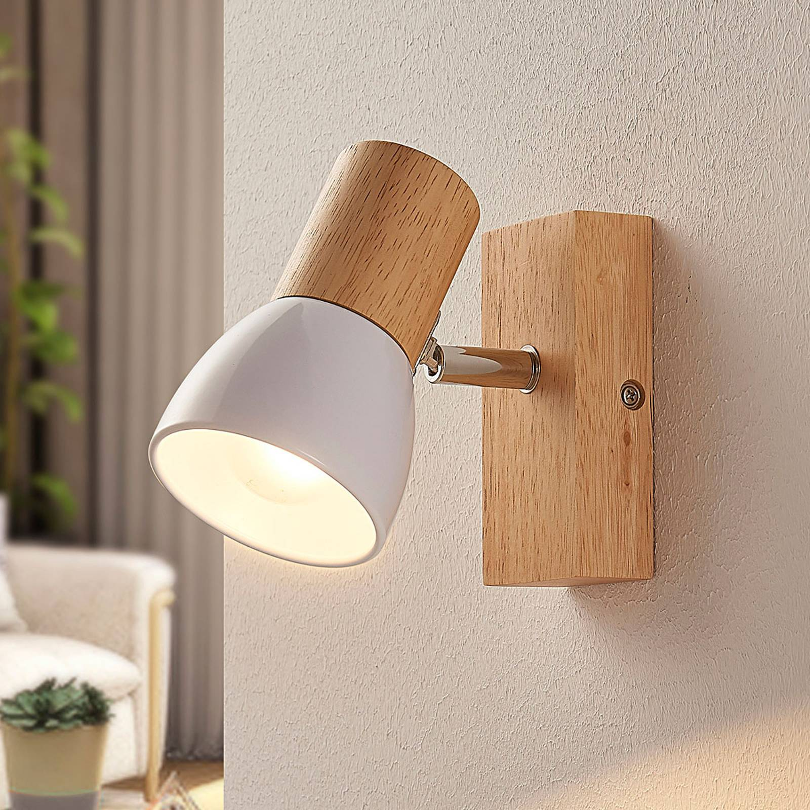 Wooden spotlight Thorin with white metal shade from Lindby