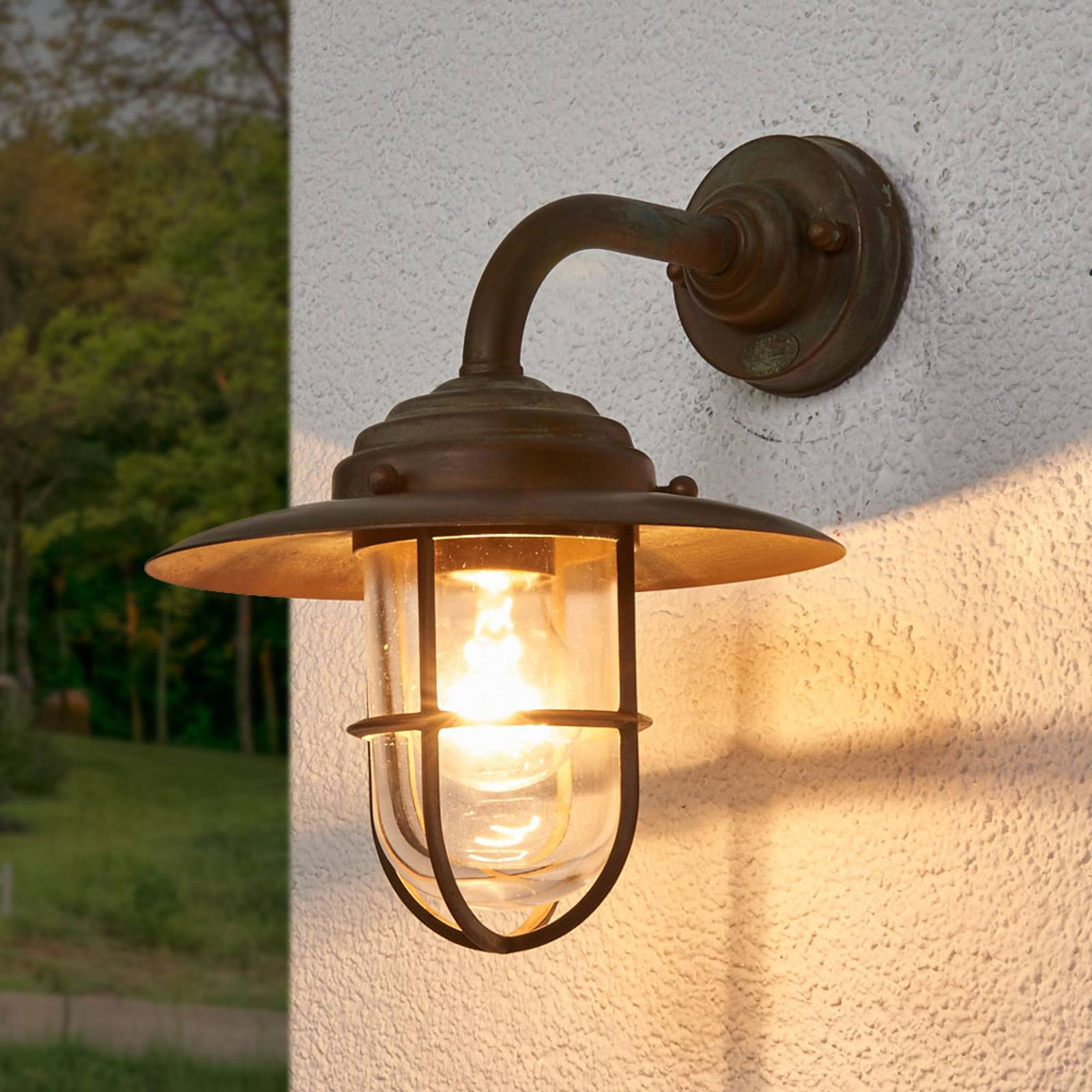 Stylish outdoor wall light Antique, clear glass from Moretti