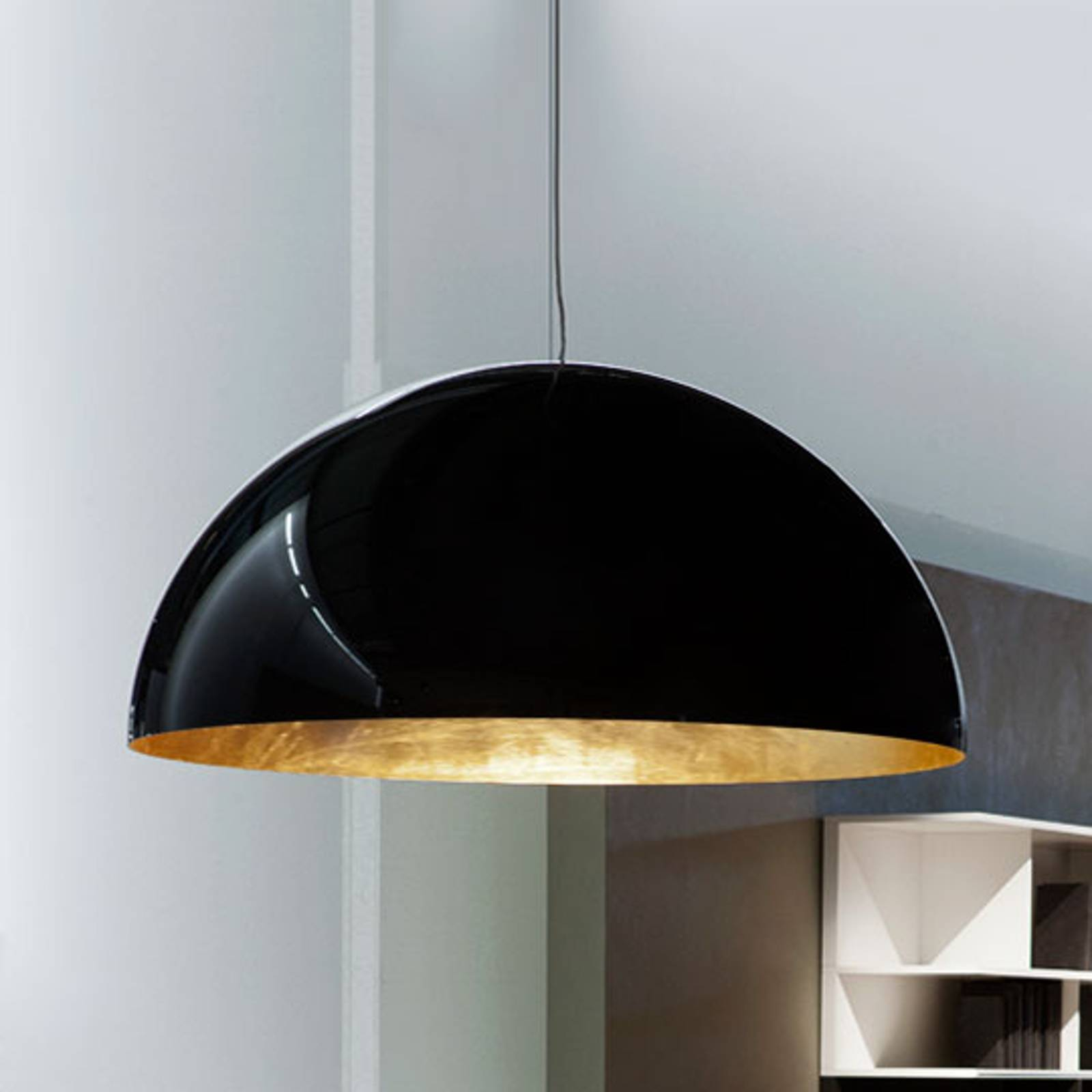 Semi-circular hanging light Sonora, black-gold from Oluce