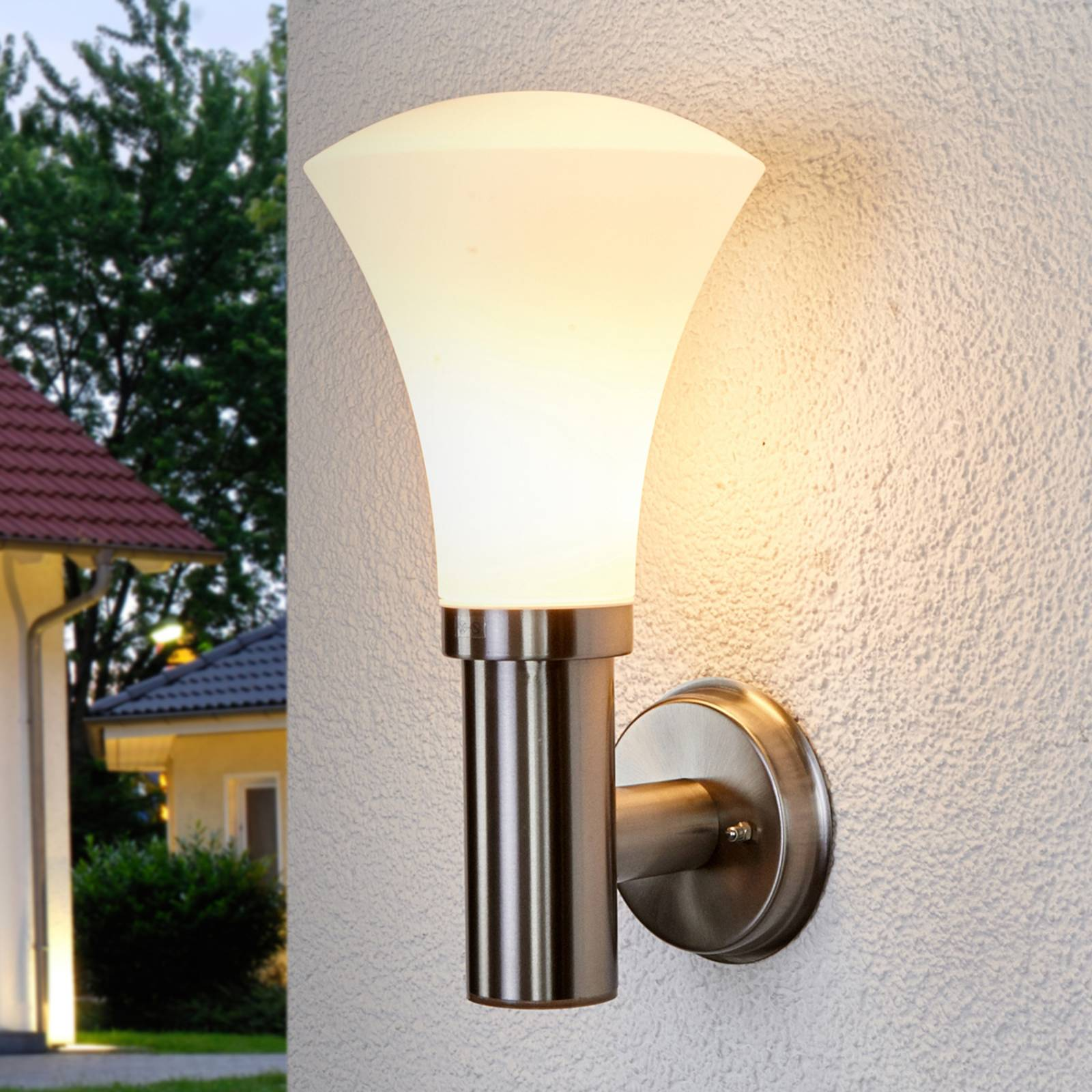 Attractive wall lamp Juliane for outdoors from Lindby