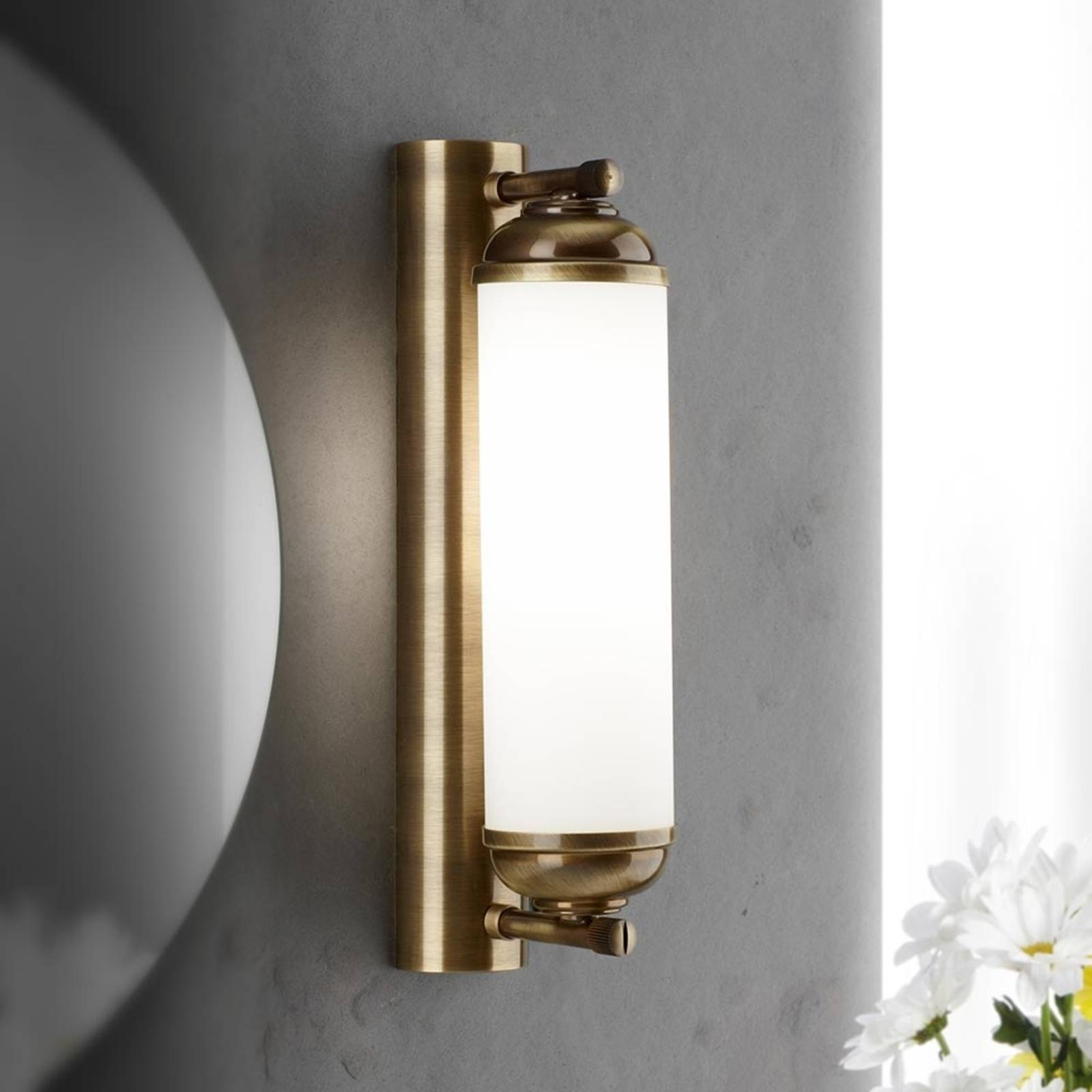 Elida Wall Light High-Quality Single Bulb from Orion