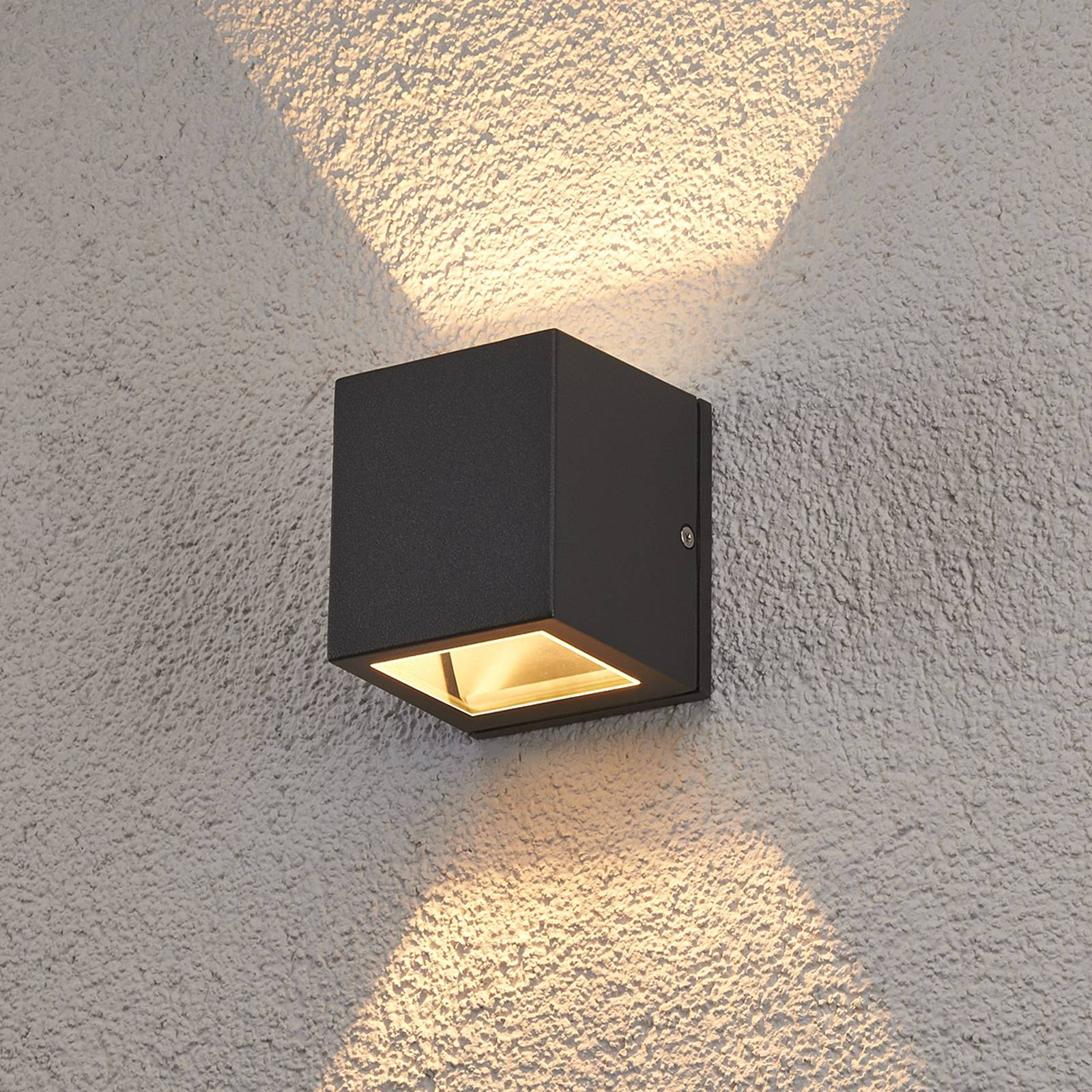 Maurice halogen outdoor wall light, IP54 from Lampenwelt.com