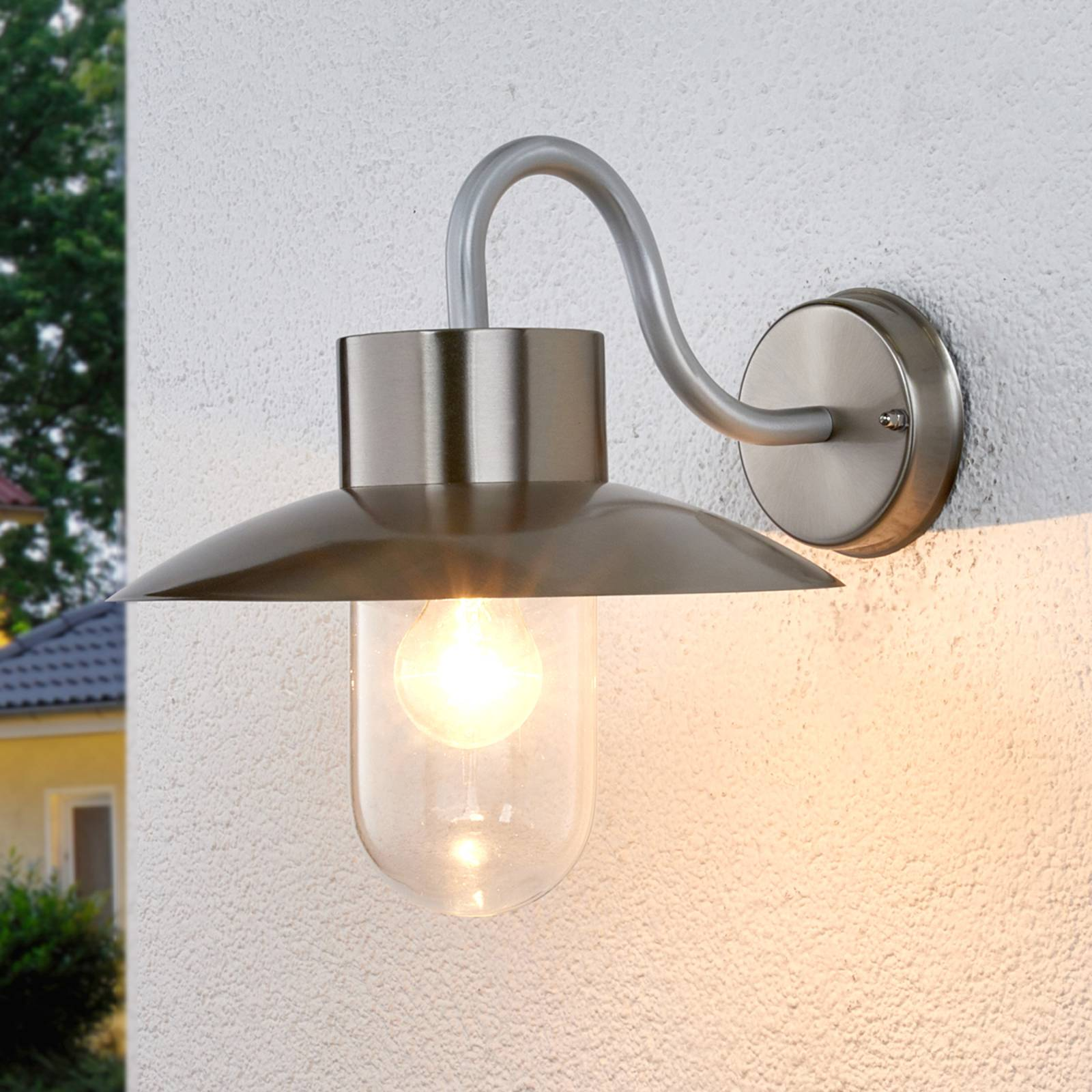 Nordic-looking outdoor wall light Leenke from Lampenwelt.com