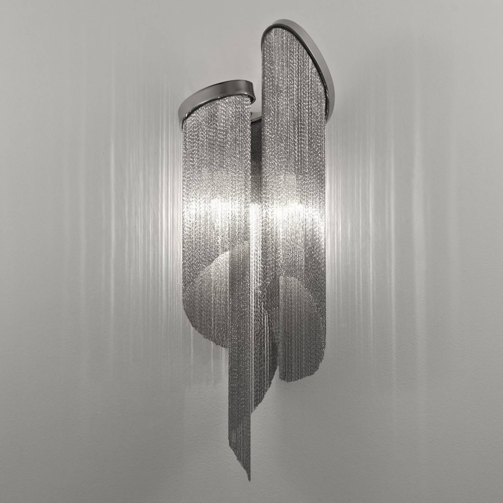 Stream wall light with a vibrant light effect from Terzani